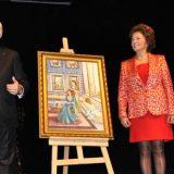 CKM'de Hürre'min Haremi Defilesinde Nazım Siyavuşoğlu'na verilen ödül Töreni
