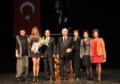 CKM'de Hürrem Tablosu Torunu Nazım Siyavuşoğlu'na Törenle Verildi .     Tarih  ( 04 01 2013 )