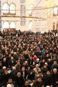 Çamlıca Camii namaz